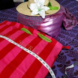 Victoria's Secret Bags - 👜Tote👜 VICTORIA'S SECRET